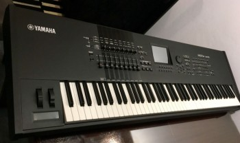 Yamaha Motif XF8 88-Key Synthesizer Workstation